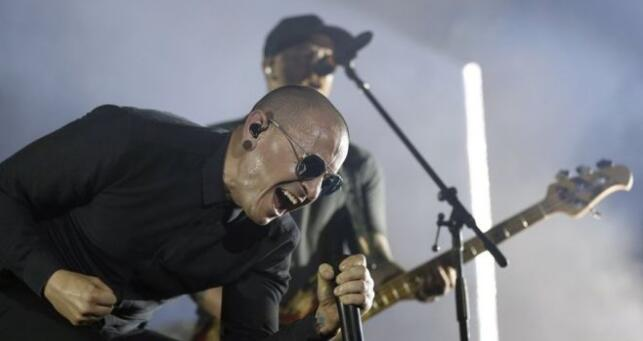 how chester die